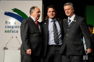 Cristovam, Reguffe e Rollemberg. Foram eleitos na coligação de Agnelo e depois o abandonaram ainda em 2011. Traidores?