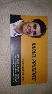 Rafael Prudente já distribui cartões pela cidade em busca de votos nas próximas eleições.