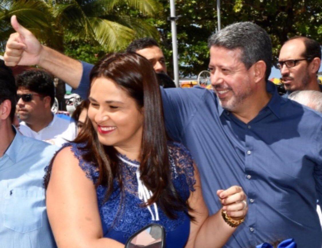 Acusado de vários crimes, em 2013 Arthur Lira foi à Disney com namorada  usando passaporte diplomático – Donny Silva